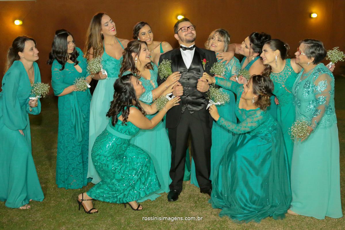 rossinis imagens fotografia de casamento, noivo e as madrinhas juntos e felizes