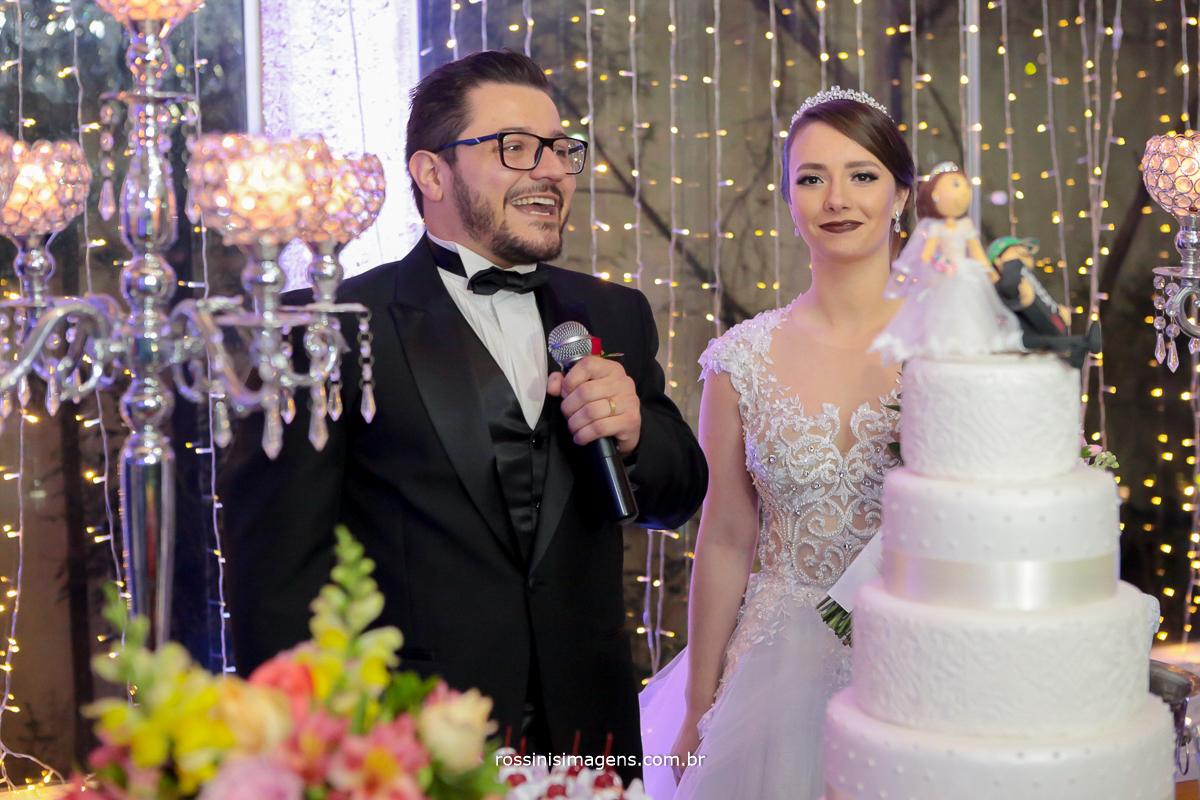 agradecimento dos noivos na mesa do bolo , casamento, poá, suzano, mogi, são paulo, sp, rossinis imagens