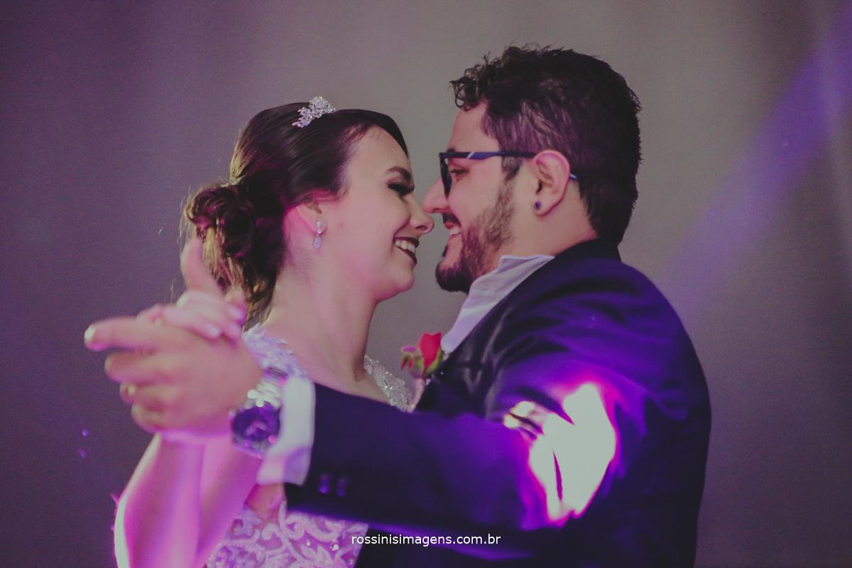 primeira valsa dos noivos, casamento em poá, suzano, mogi, são paulo, sp rossinis imagens, pista de dança royal som, ricardo royal som
