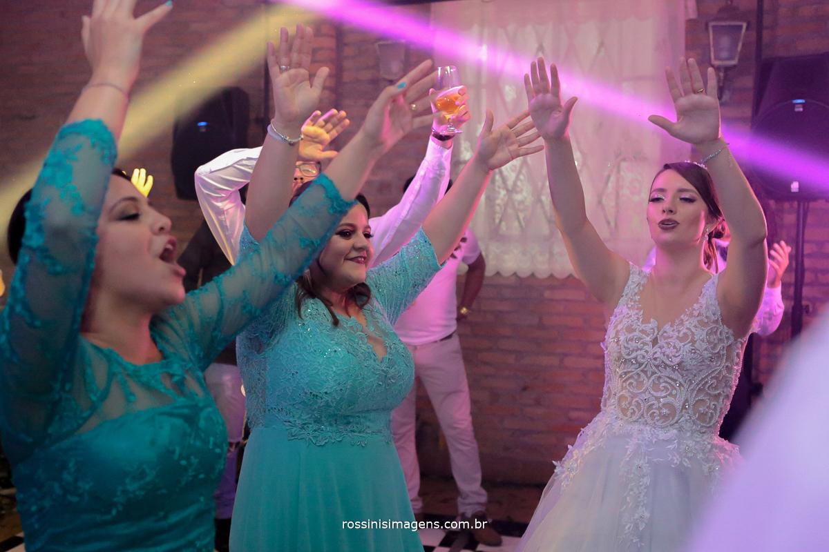 alegria e animação na pista de dança no casamento, poá, Suzano, Mogi, são paulo, Rossinis imagens, Royal Som