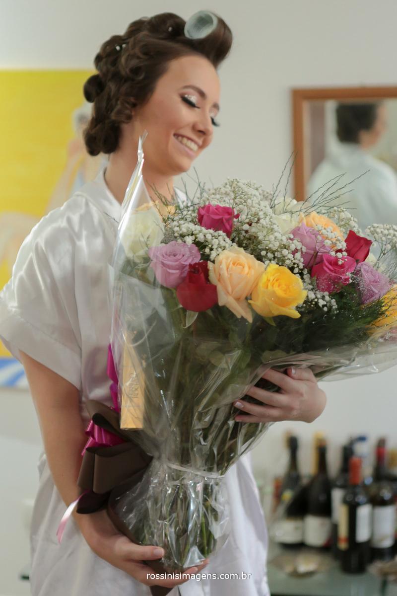 presente surpresa do noivo para a noiva no making of, buque de flores, três duzias de rosas, rossinis imagens