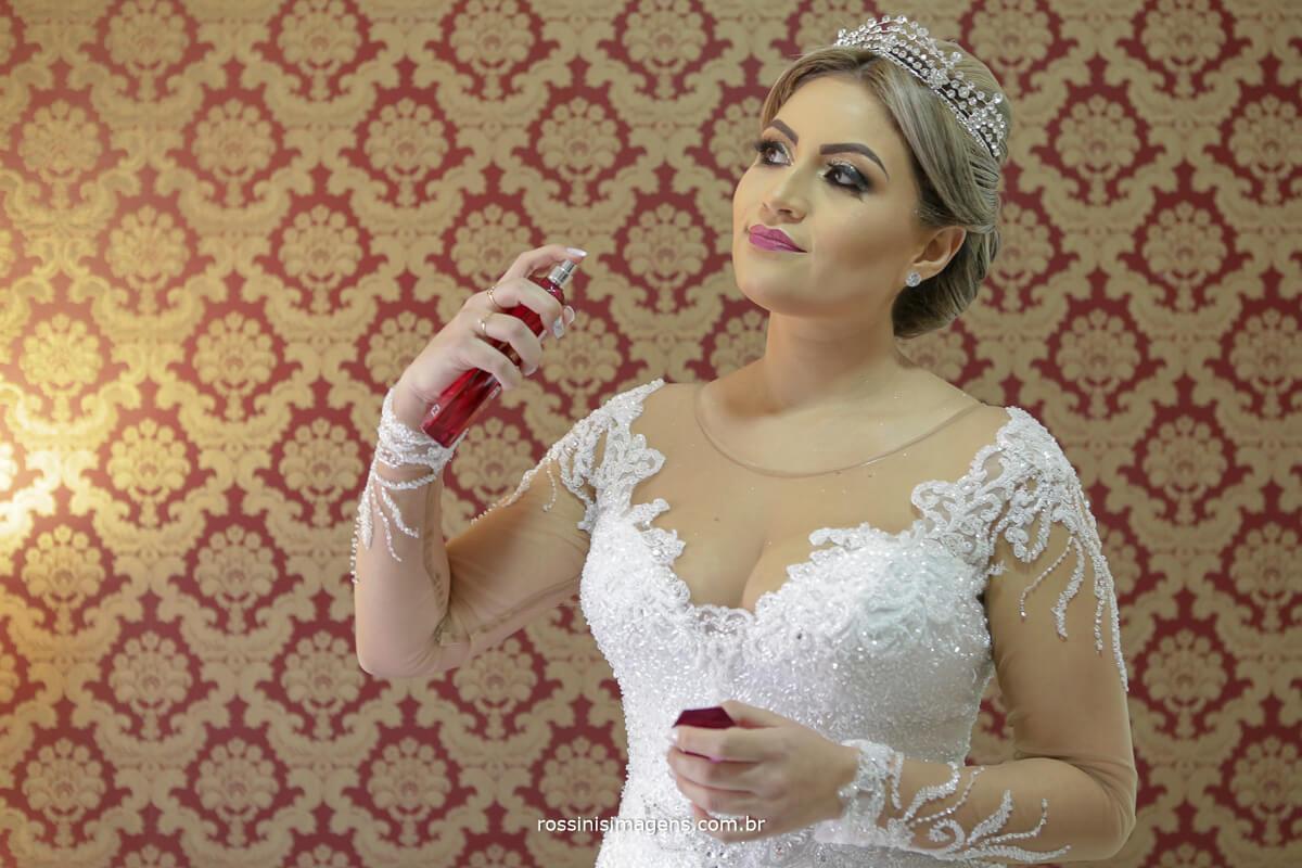 fotografo de casamento em suzano sp rossinis imagens, noiva passando perfume, perfume de noiva