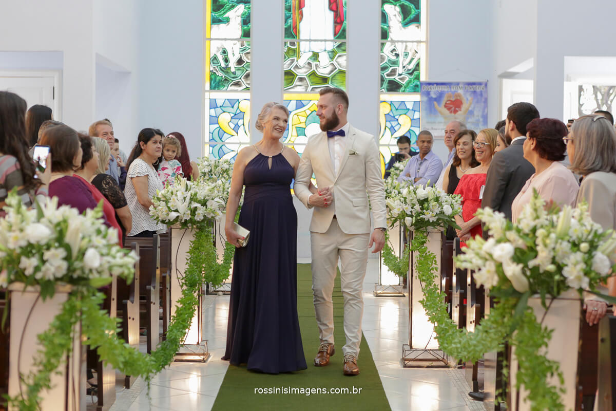 fotografo de casamento em suzano sp rossinis imagens, entrada do noivo na igreja