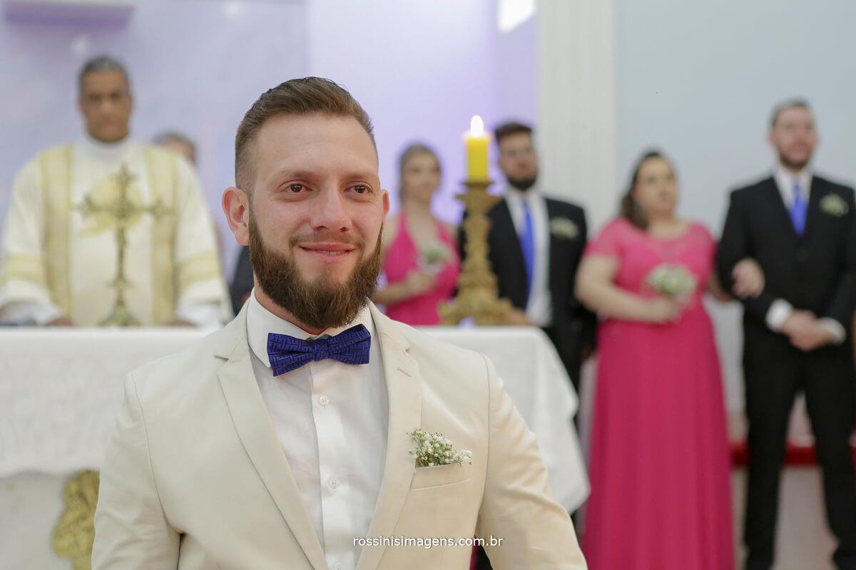 fotografo de casamento em suzano sp rossinis imagens, noivo emocionando chorando na igreja, noivo no altar