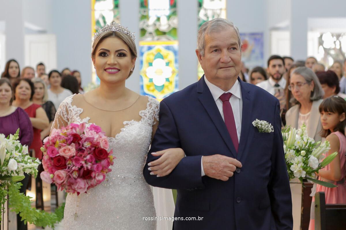 fotografo de casamento em suzano sp rossinis imagens, noiva na igreja, entrada da noiva fernanda e paulo suzano