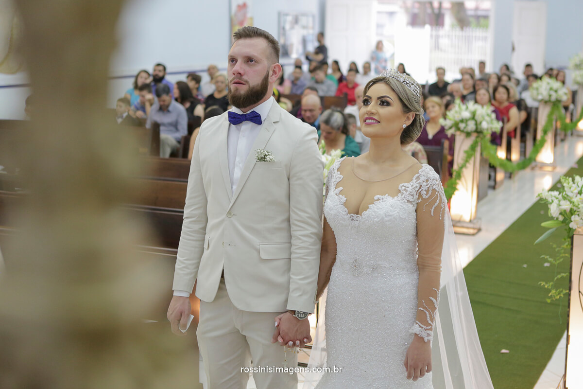 fotografo de casamento em suzano sp rossinis imagens, fernanda e paulo na igreja paroquia bom pastor em suzano, a benção de Deus