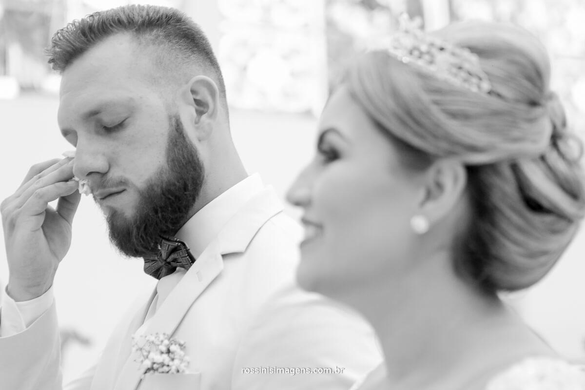 fotografo de casamento em suzano sp rossinis imagens,  noivo emocionando, lagrima, emoção no casamento