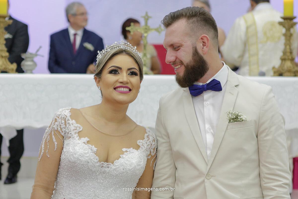 fotografo de casamento em suzano sp rossinis imagens, noiva feliz e noivo chora no casamento
