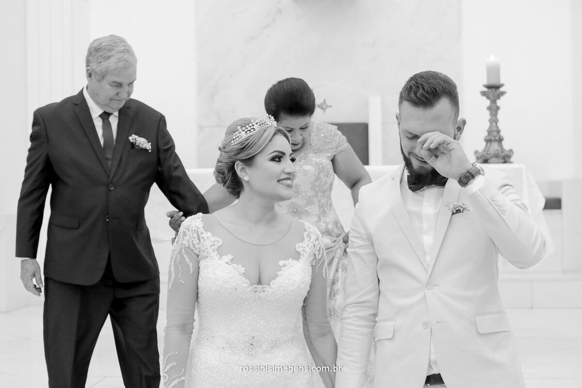 fotografo de casamento em suzano sp rossinis imagens, comprimento dos pais da na noiva, e noivo chora ao abraçar mãe no casamento