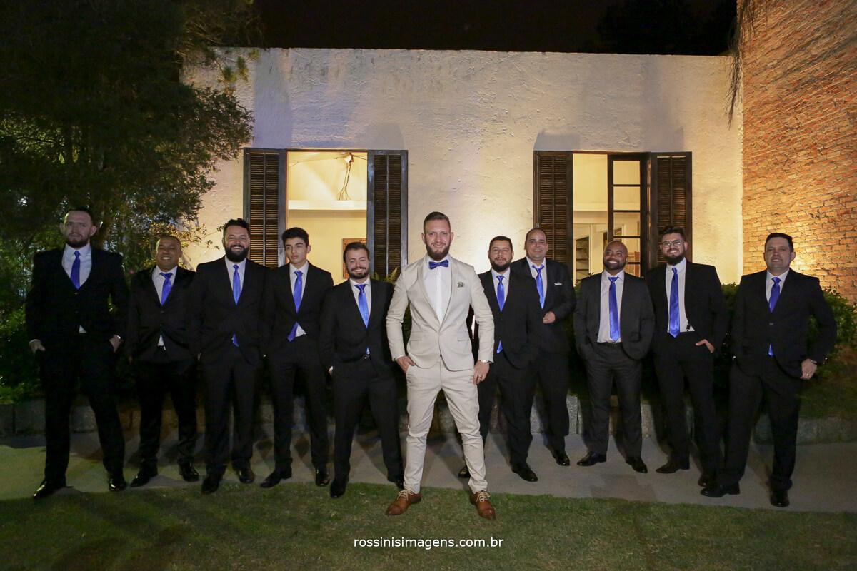 fotografo de casamento em suzano sp rossinis imagens, noivo e padrinhos em foto coletiva na chacara recanto verde suzano