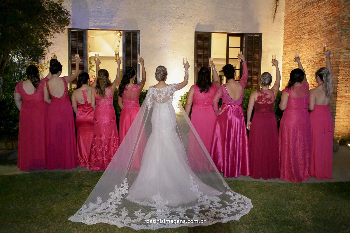 fotografo de casamento em suzano sp rossinis imagens, foto das madrinhas imitando o padrinhos com o brinde de cerveja, chopp, brinde, dicas, ideias