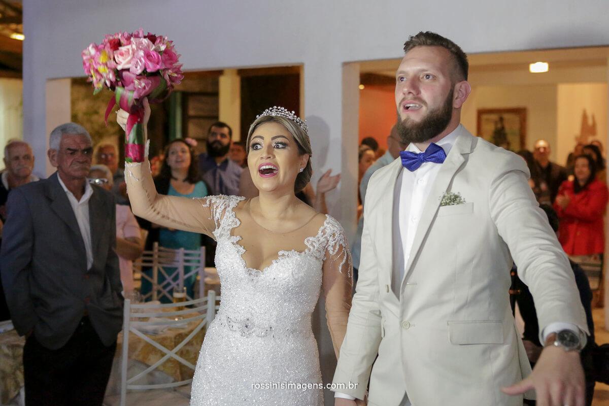 fotografo de casamento em suzano sp rossinis imagens, emoção da noiva ao ver que o presente das irmãs era uma banda ao inves de dj, Banda Matrimoniall