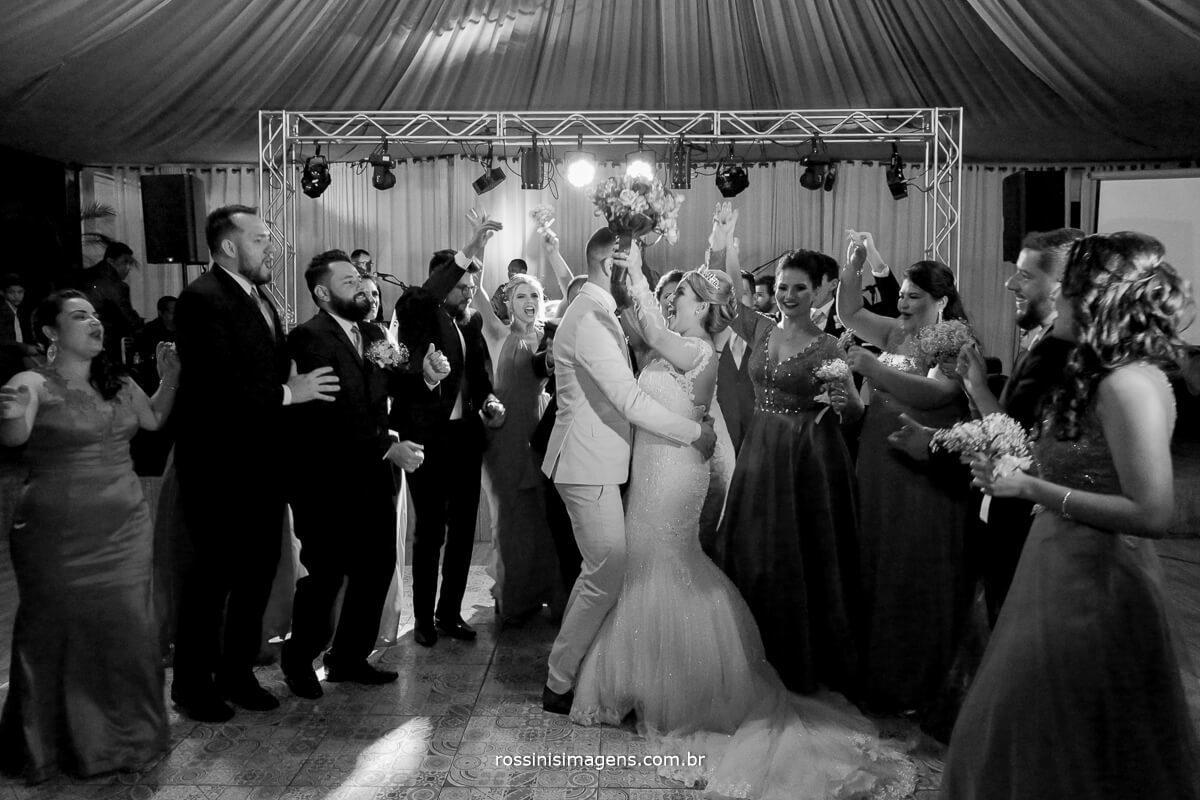 fotografo de casamento em suzano sp rossinis imagens, danca dos noivos, primeira danca, balada, pista de danca