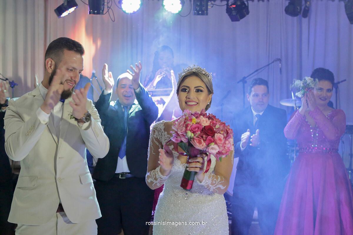 fotografo de casamento em suzano sp rossinis imagens, emocao noivos alegria e vibracao, casamento lindo casamento perfeito wedding day casamento no campo, noivas no campo