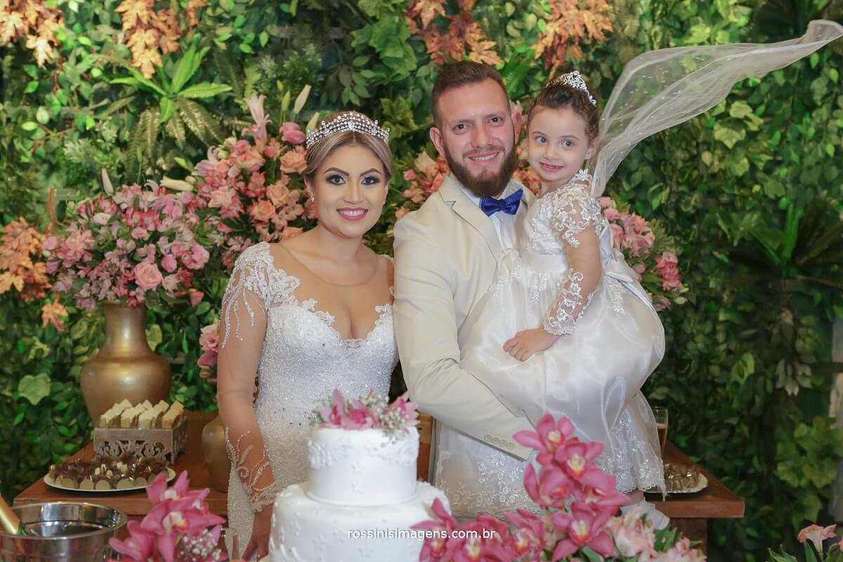 fotografo de casamento em suzano sp rossinis imagens, foto no bolo, sobrina da noiva, noivinha en treinamento, fotos criativas de casamento recanto verde