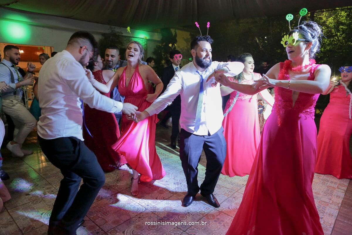 fotografo de casamento em suzano sp rossinis imagens, pista de dnaca lotada, fernanda e paulo recanto verde, balada,