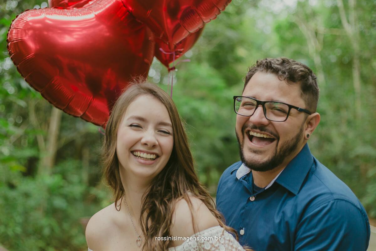 fotografo de ensaio pre casamento em guararema sp rossinis imagens, casal feliz e sorridente
