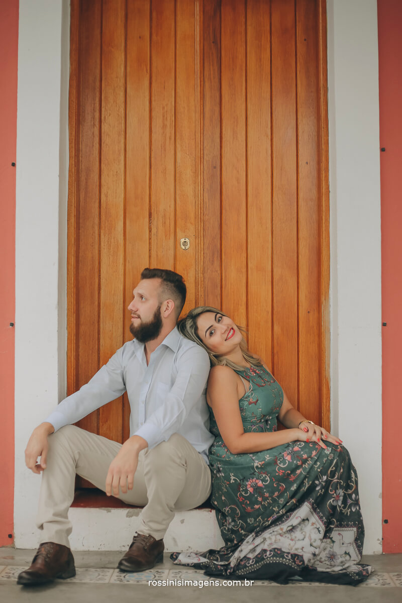 fotografo de ensaio pre-casamento rossinis imagens guararema - mogi - suzano - poa, casal sentado