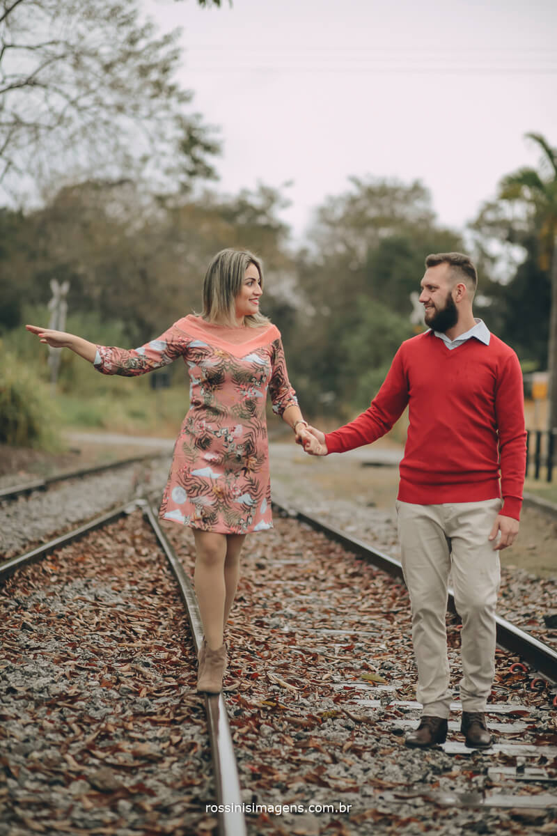 fotografo de ensaio pre-casamento rossinis imagens guararema - mogi - suzano - poa, noiva andando na linda do trem