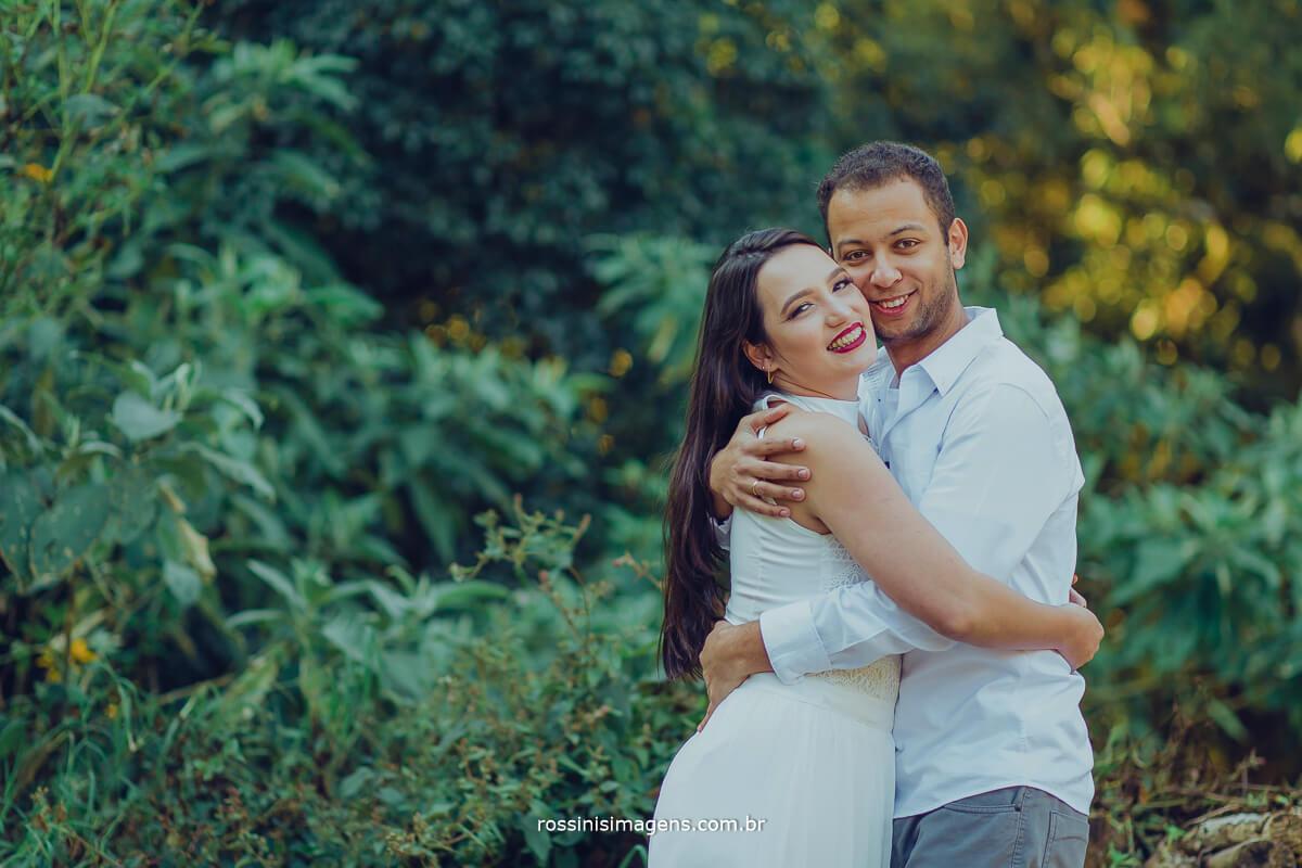 fotografo de ensaio pre casamento em campos do jordao sp rossinis imagens, casal apaixonado  abracados