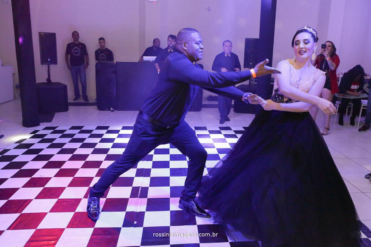 fotografo-festa-de-15-anos-debutante-rossinis-imagens-suzano-sp, uma linda danca com seu padrasto wellington na valsa com a debutante