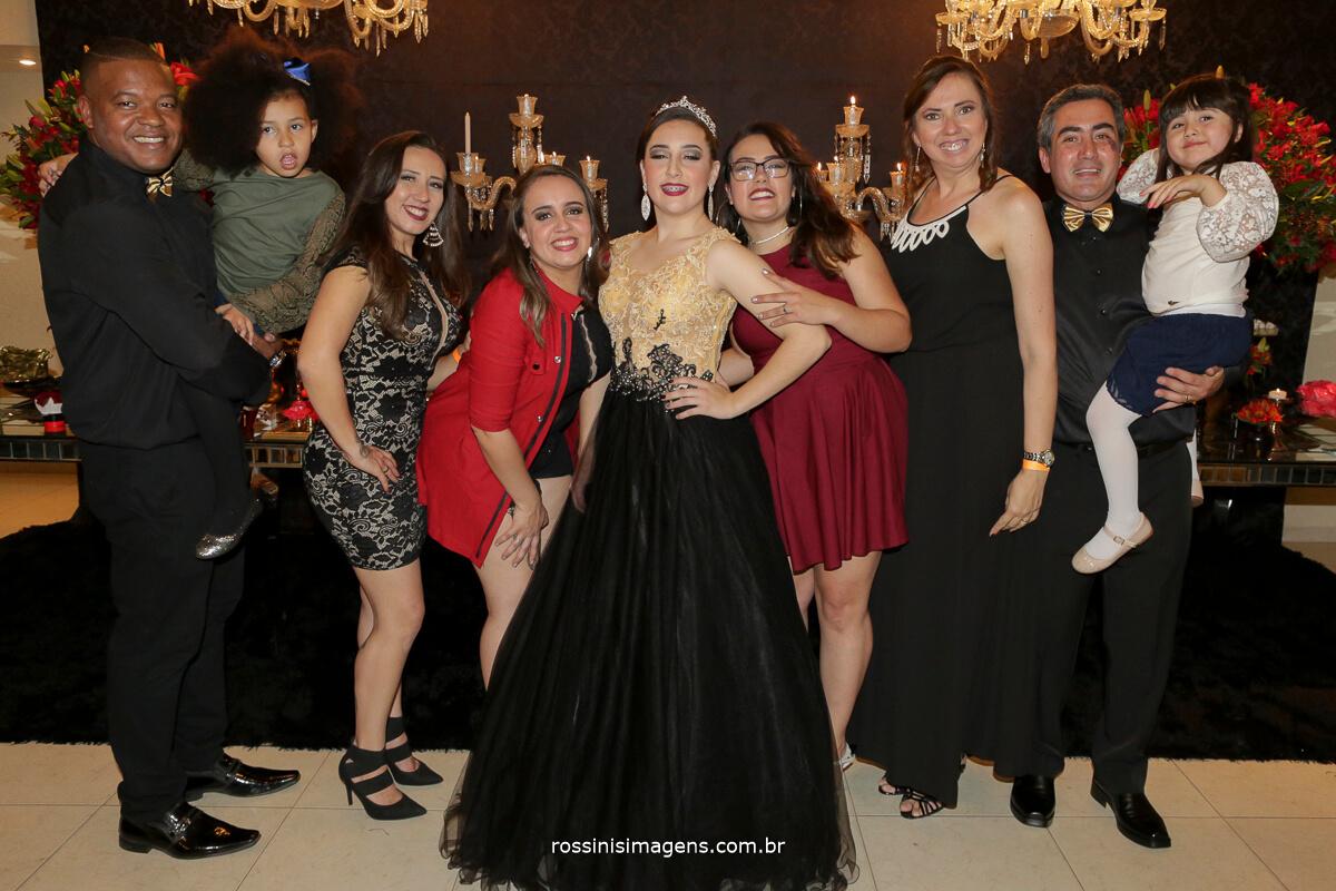 fotografo-festa-de-15-anos-debutante-rossinis-imagens-suzano-sp, familia da debutante andressa na festa de 15 anos, padrasto, pai, mae, madrasta, irmas