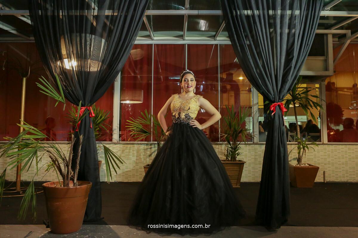 fotografo-festa-de-15-anos-debutante-rossinis-imagens-suzano-sp, vestido de festa de debutante, vestido preto, 15 anos vestido de gala