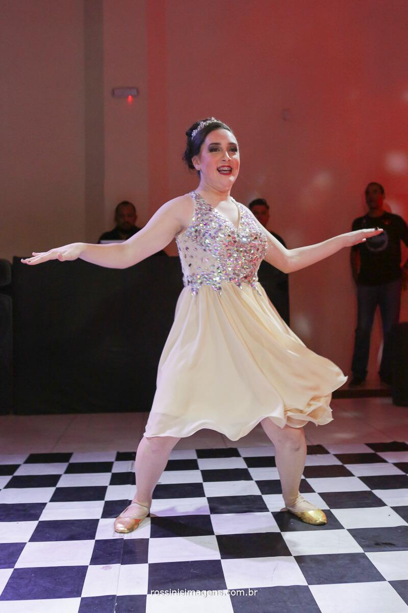 fotografo-festa-de-15-anos-debutante-rossinis-imagens-suzano-sp, apresentacao de danca da debutante andressa 15 anos