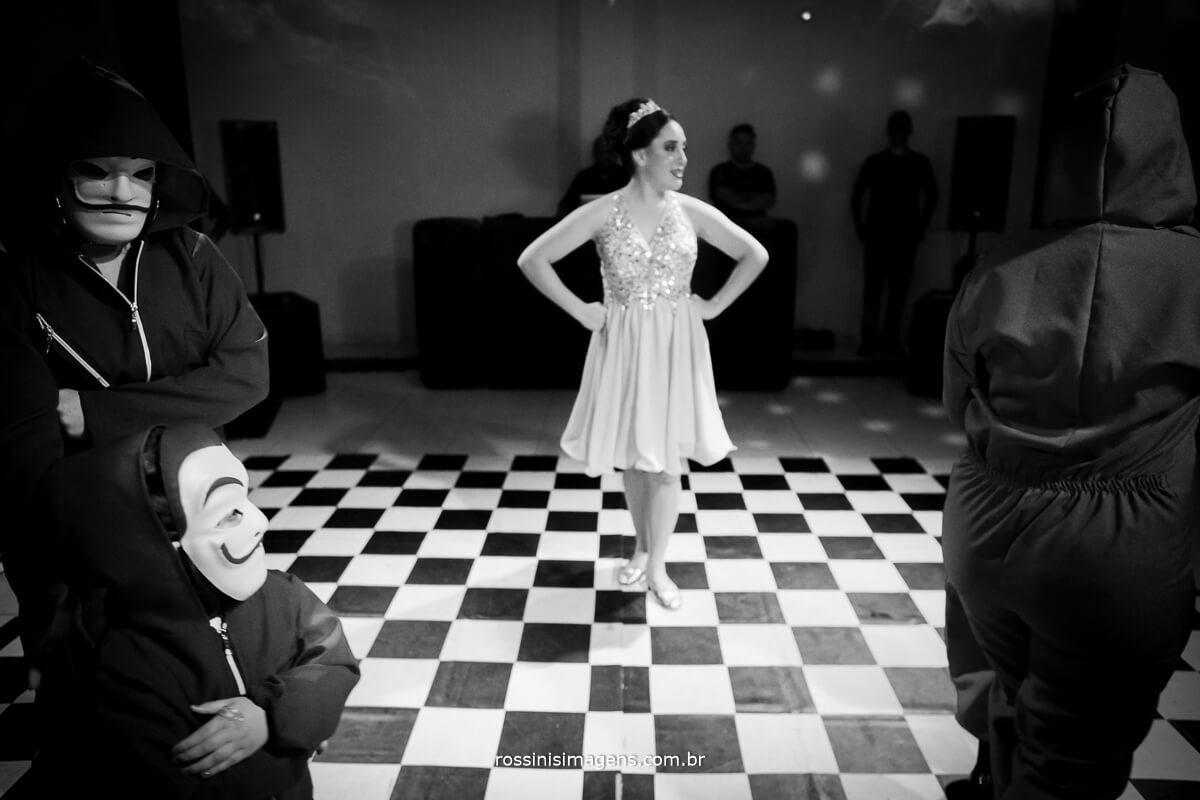 fotografo-festa-de-15-anos-debutante-rossinis-imagens-suzano-sp, danca la casa de papel, apresentacao funk