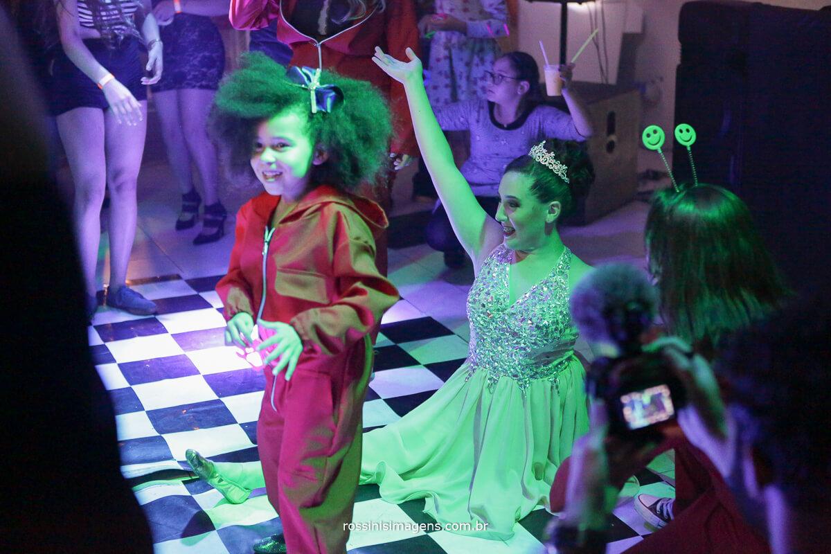 fotografo-festa-de-15-anos-debutante-rossinis-imagens-suzano-sp, empolgacao, balada de 15 anos