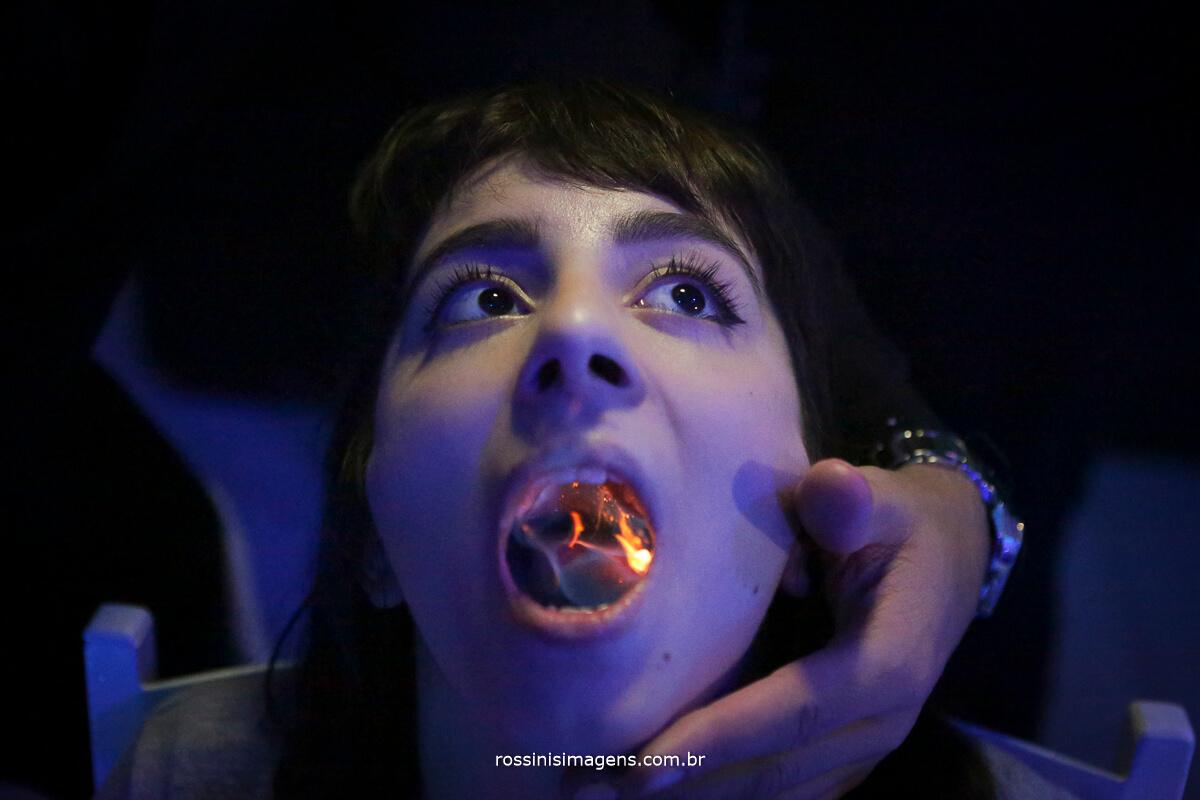 fotografo-festa-de-15-anos-debutante-rossinis-imagens-suzano-sp, fogo, bebida na boca com fogo drink da energy bar