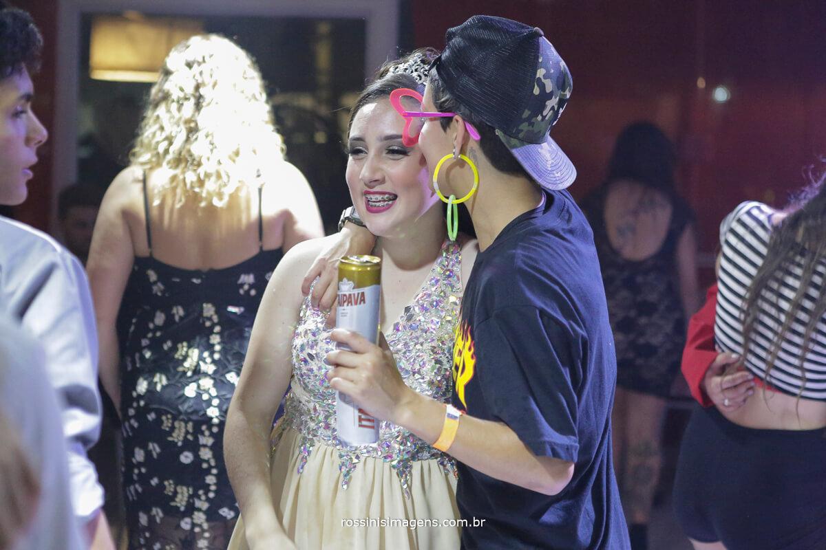 fotografo-festa-de-15-anos-debutante-rossinis-imagens-suzano-sp, amigos da debutante na balada