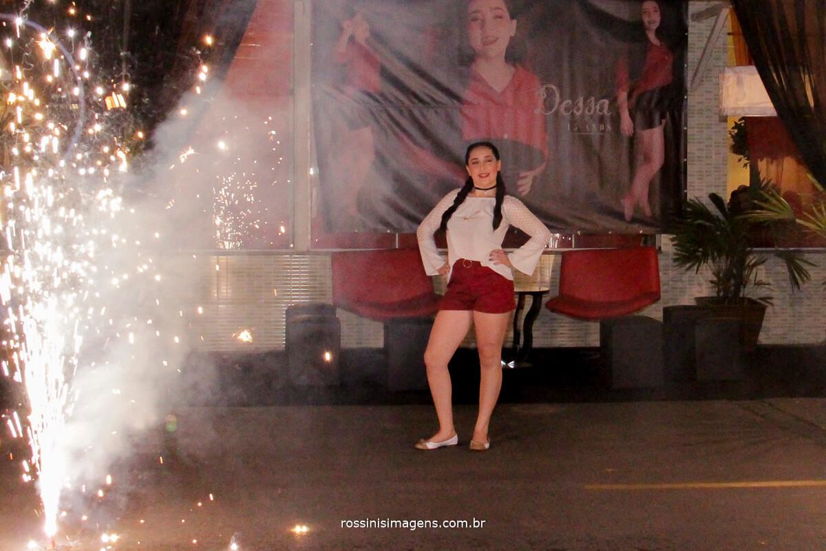fotografo-festa-de-15-anos-debutante-rossinis-imagens-suzano-sp, apresentacao de malabares com fogo, palhacos,