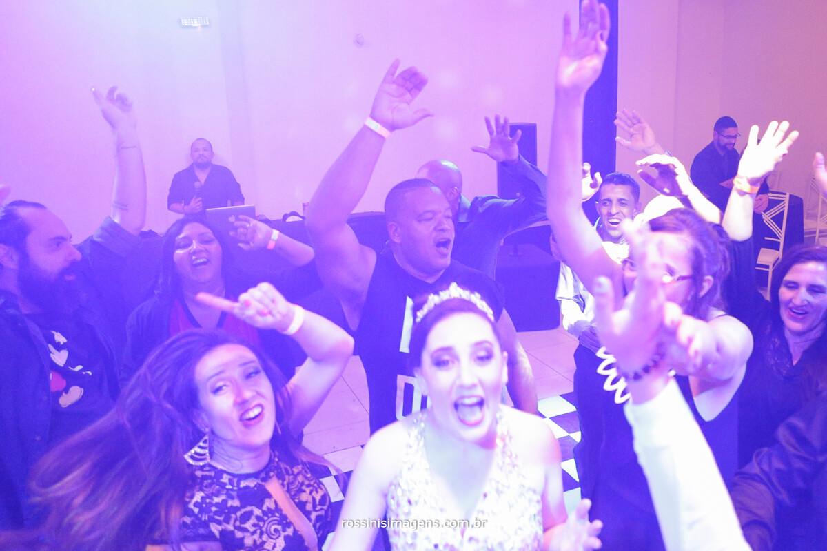 fotografo-festa-de-15-anos-debutante-rossinis-imagens-suzano-sp, danca, balada, pista de danca, aueras