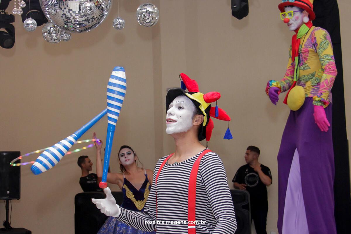 fotografo-festa-de-15-anos-debutante-rossinis-imagens-suzano-sp, malabares, circo, palhaco