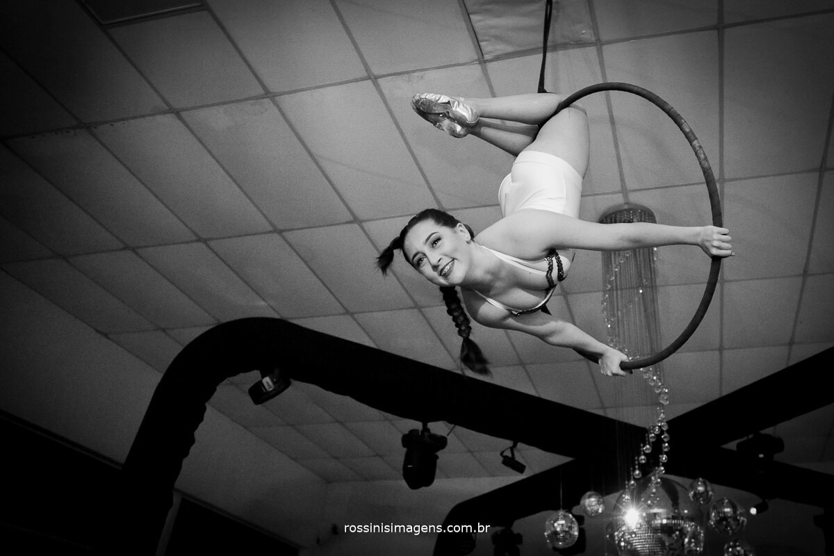 fotografo-festa-de-15-anos-debutante-rossinis-imagens-suzano-sp, debutante andressa em apresentacao na lira com acrobacia