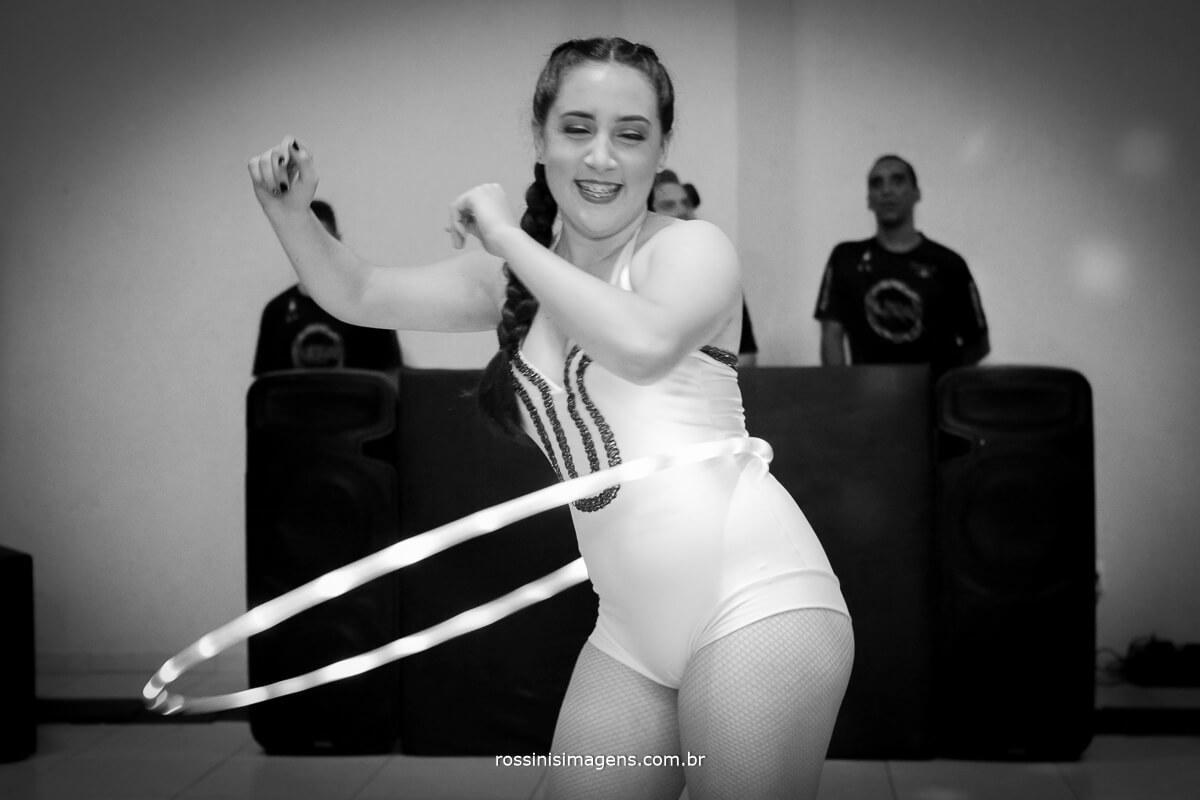 fotografo-festa-de-15-anos-debutante-rossinis-imagens-suzano-sp, debutante girando o bambole