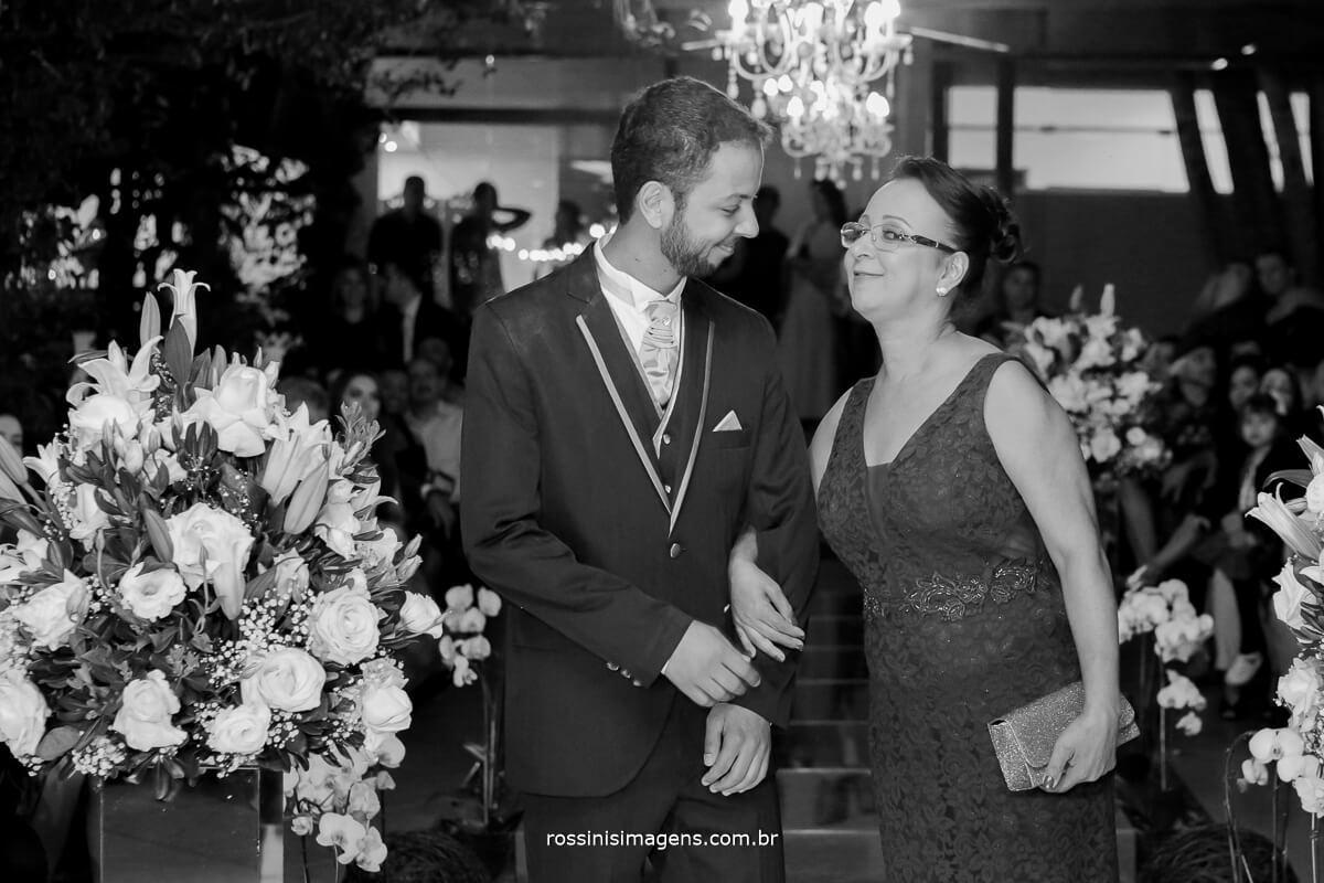 fotografo de casamento em garden fest aruja - sp Rossinis Imagens, entrada do noivo na cerimonia foto pb