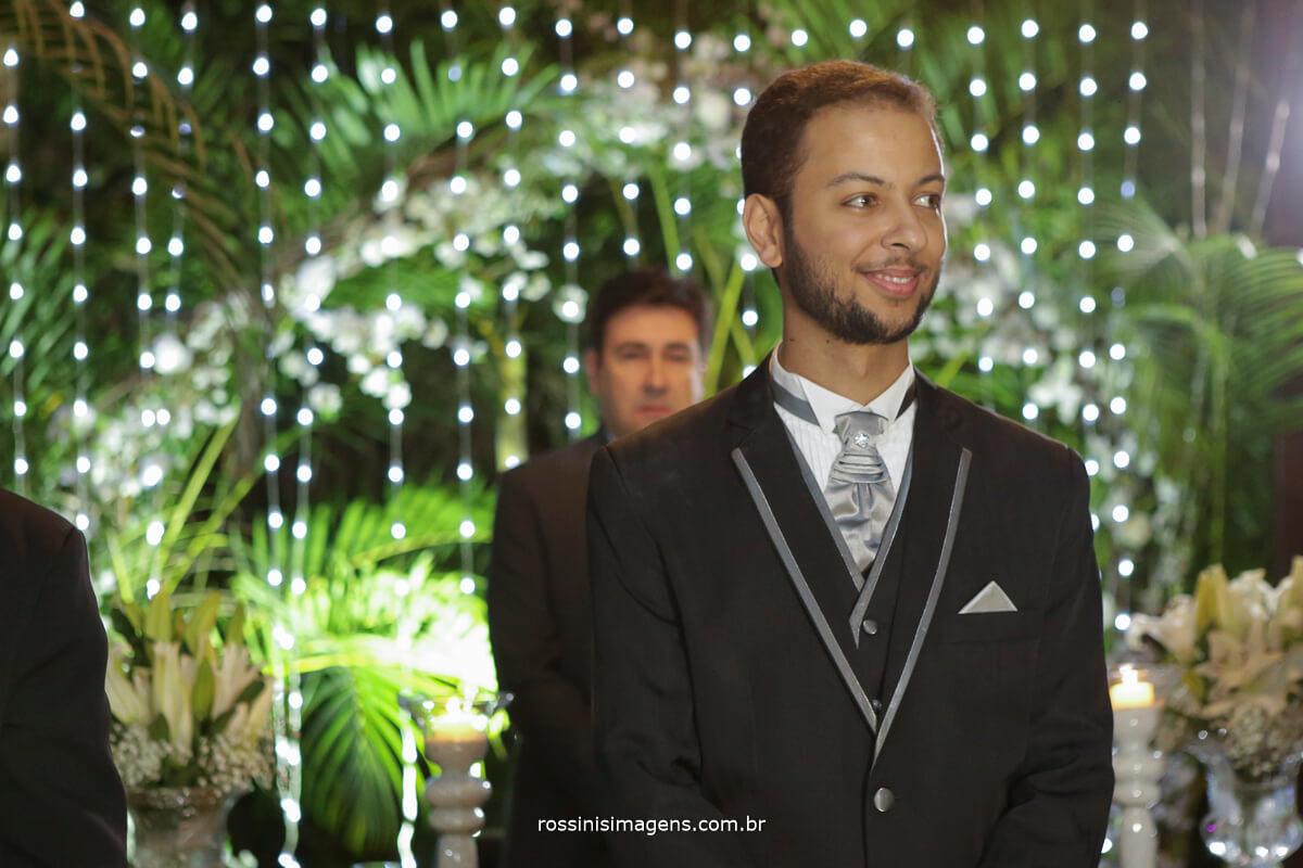 fotografo de casamento em garden fest aruja - sp Rossinis Imagens, noivo no altar a espera da noiva