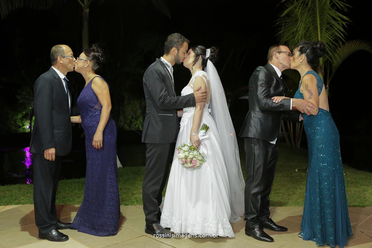 fotografo de casamento em aruja-sp Rossinis Imagens, sessao de fotos com os pais dos noivos wedding day perfect