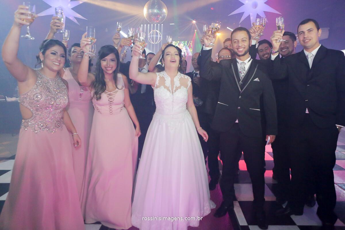 fotografo de casamento em aruja-sp Rossinis Imagens, foto do brinde de homenagem ao casamento festa de casamento
