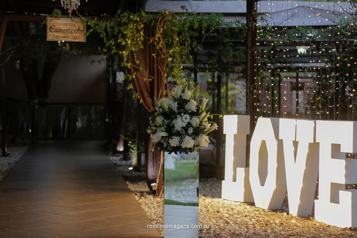 fotografo de casamento no garden fest em aruja-sp Rossinis Imagens, decoracao do local da cerimonia de casamento da veronica e renan