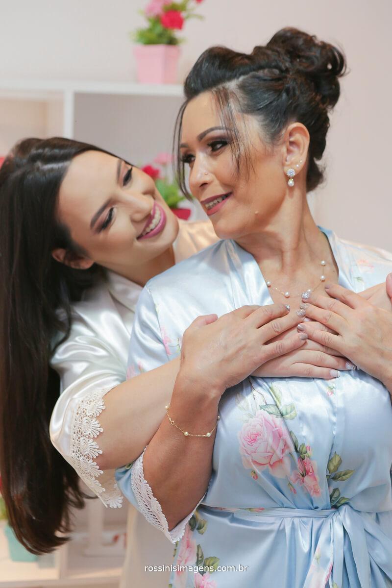 fotografo de casamento em garden fest aruja - sp Rossinis Imagens, noiva e a mãe em momento unico antes do casamento