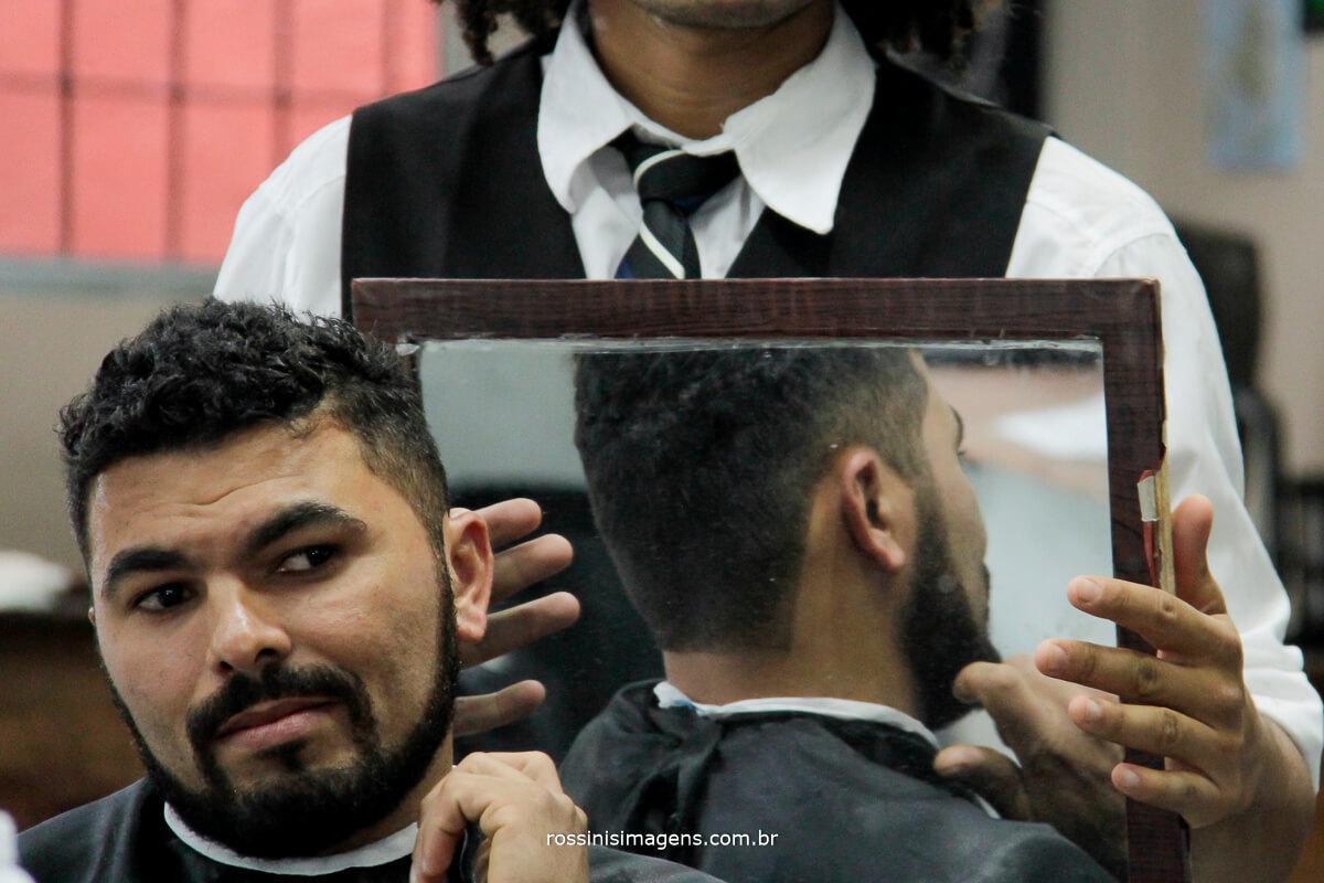 fotografo de casamento em suzano sp rossinis imagens, noivo na barbearia, dia do noivo, making of