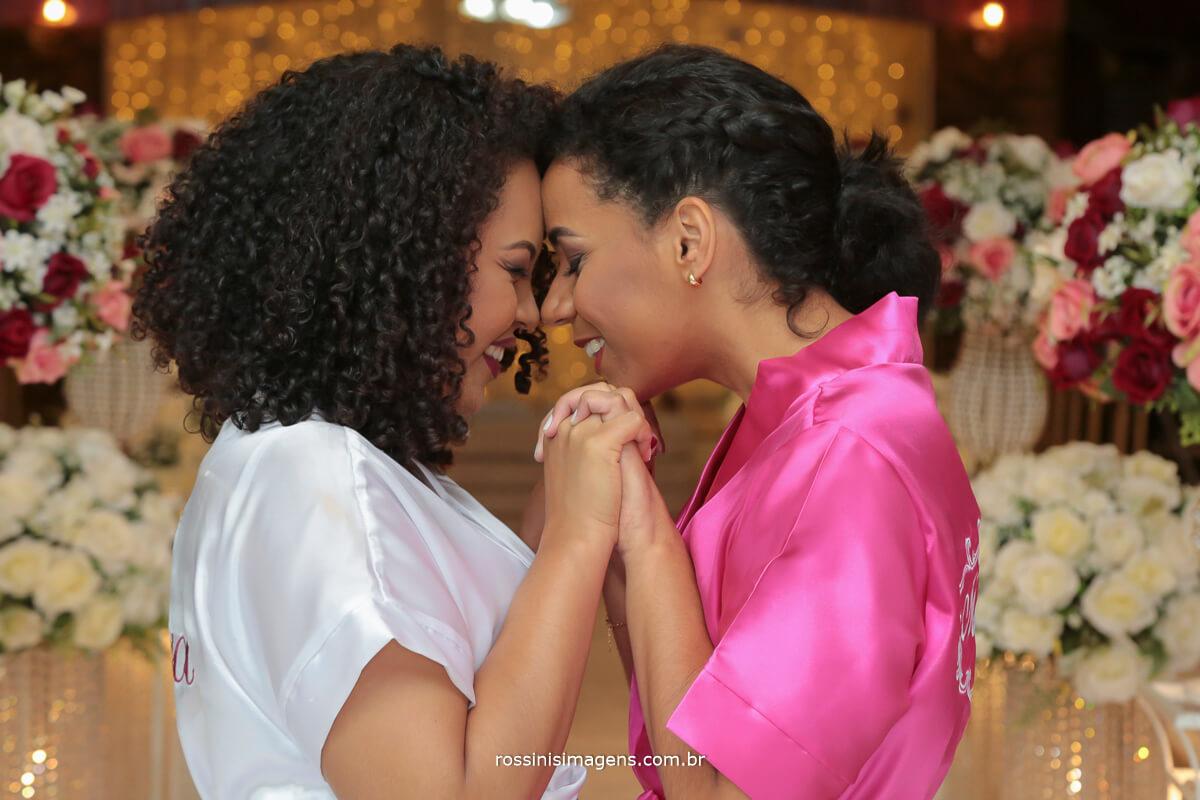 fotografo de casamento em suzano sp rossinis imagens, noiva stefane e a madrinha no making of