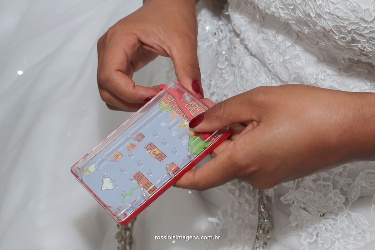 fotografo de casamento em suzano sp rossinis imagens, noiva jogando joguinho, mario bros