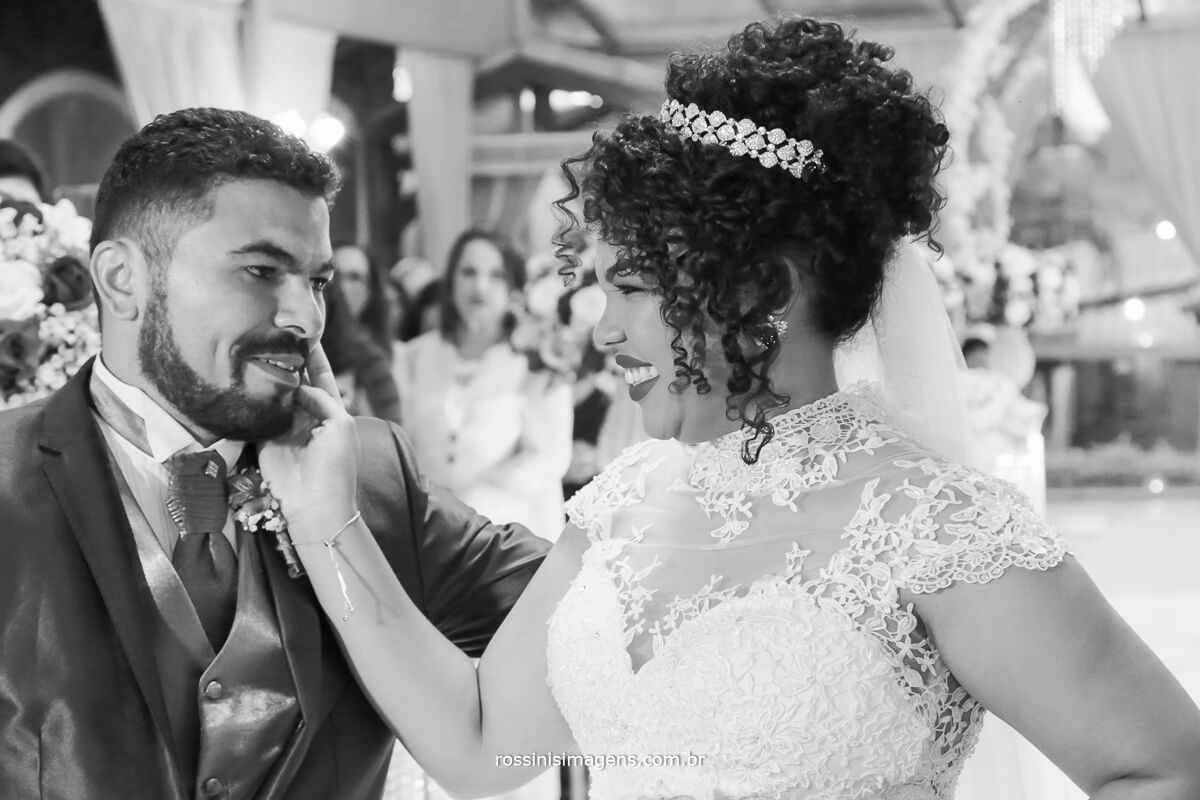 noivo recepcionado noiva no altar, rossinis imagens, wedding day