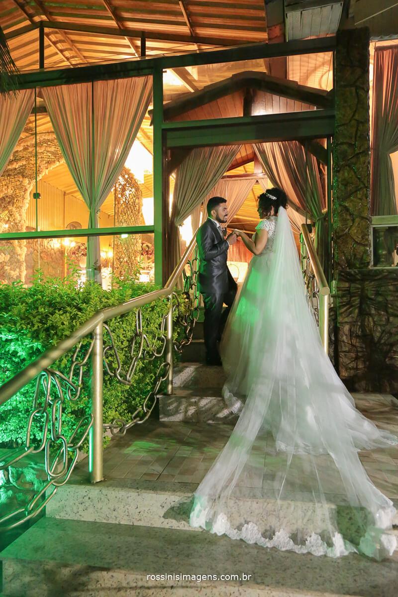 sessao de fotos dos noivos apos a cerimonia