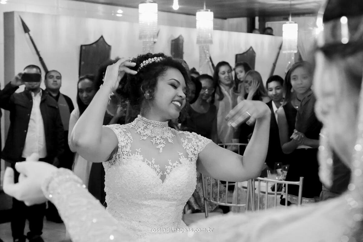 linda apresentacao de danca do ventre no casamento da stefane e roberto, noiva dancando