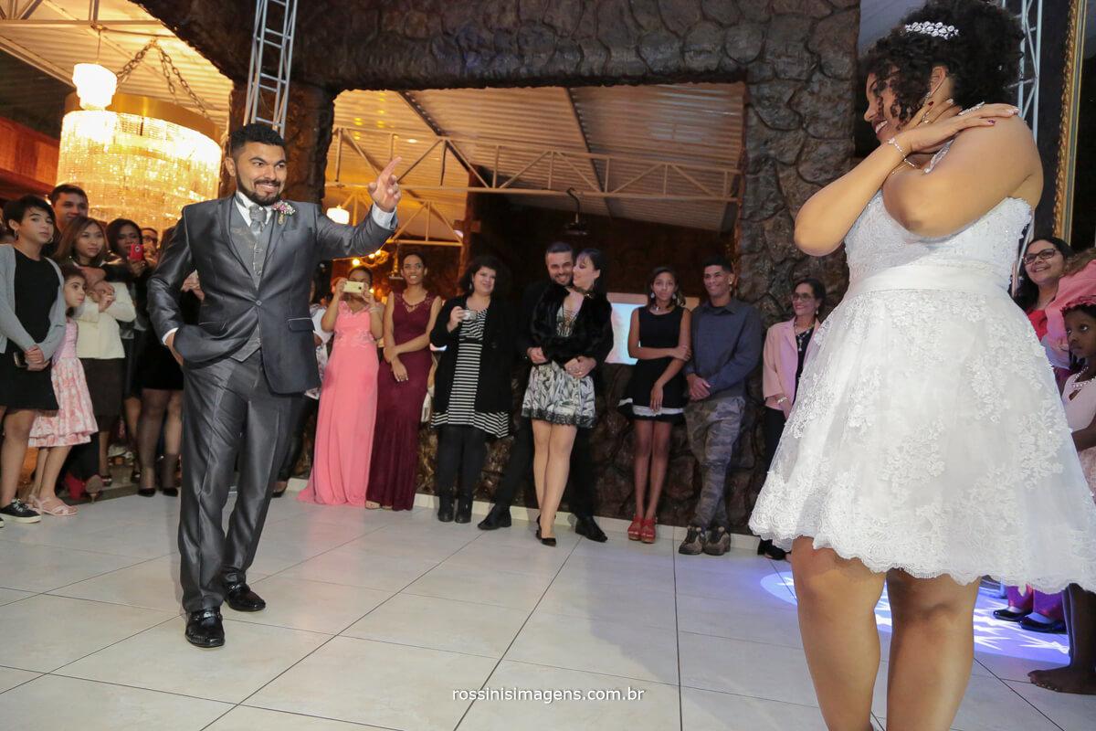danca dos noivos, pista de danca, apresentacao dos noivos,